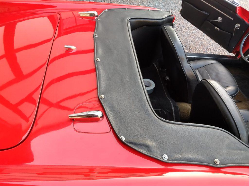 "Alfa Romeo 2000 Spider ""Touring"" Nooit gerestaureerd ! large"